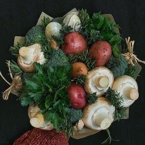Хороший муж с яйцами - букет с грибами и картофелем