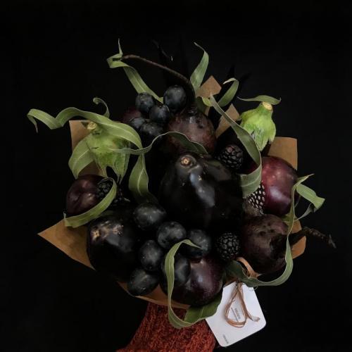 букет с баклажанами и виноградом