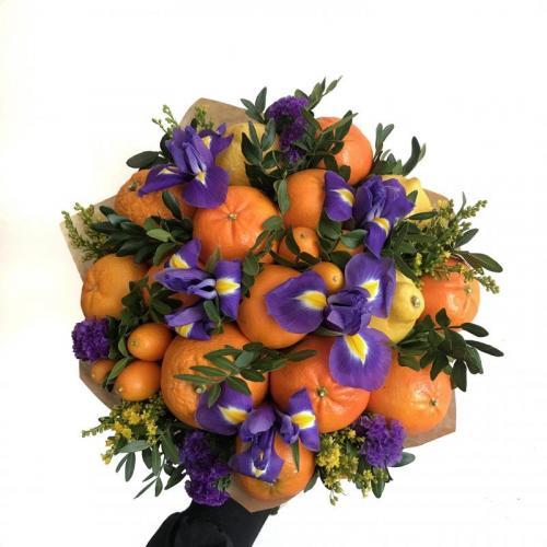 Букет Вспышка с цветами и цитрусовыми фруктами