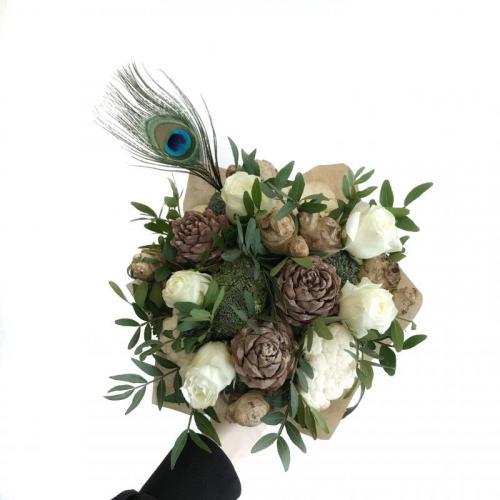 букет с брокколи и розами