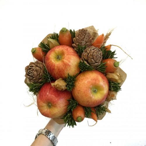 букет с яблоками и морковью