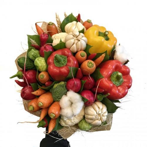 букет с перцем, редисом, морковью и хлопком