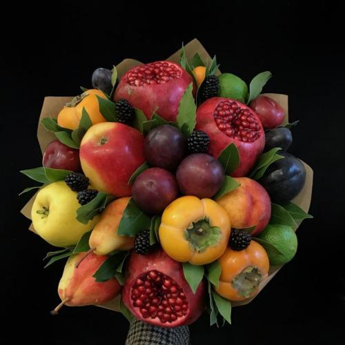 букет из сезонных фруктов и ягод Очень хорошо